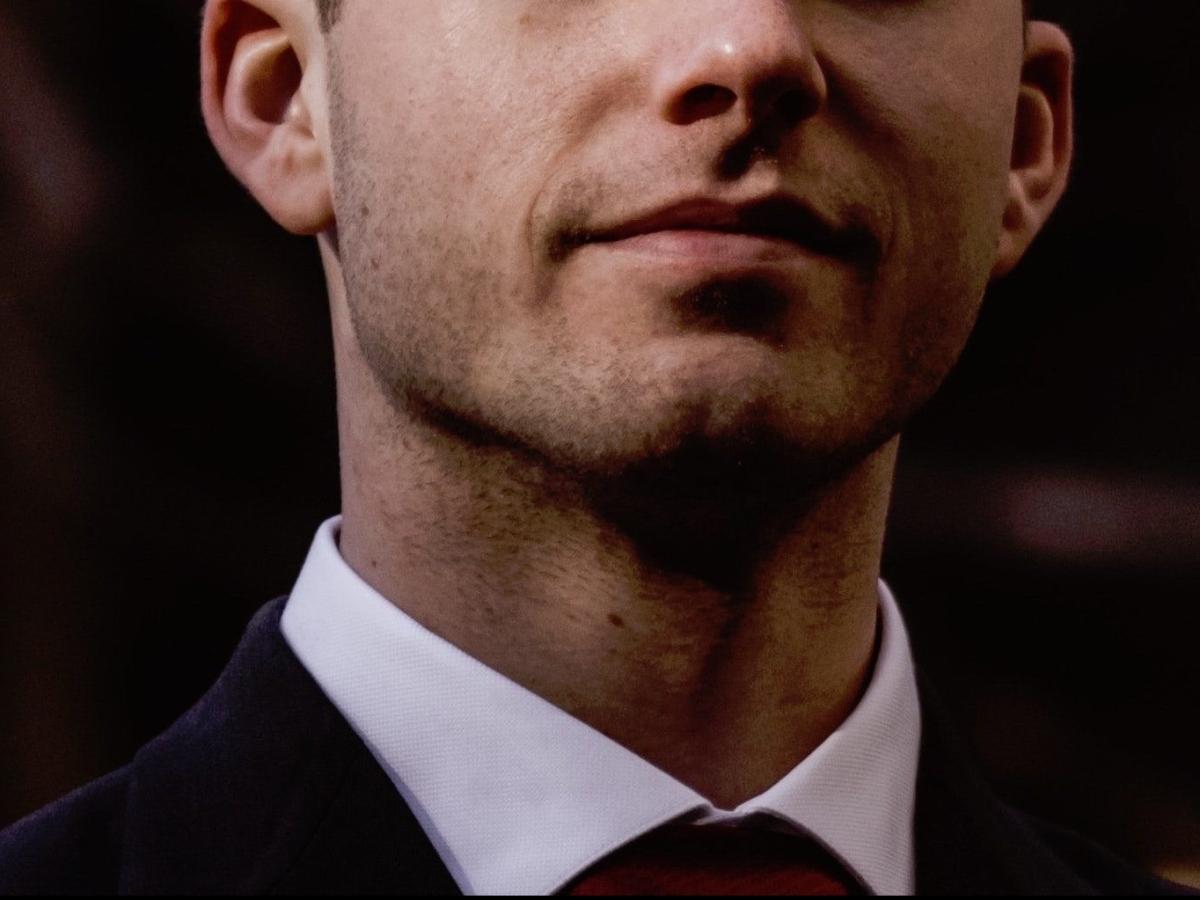 Image of business leader showing cluster b symptoms